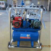 Stainless Steel 4 Bucket Milking Machine With 1440 r / Min Motor Speed Manufactures